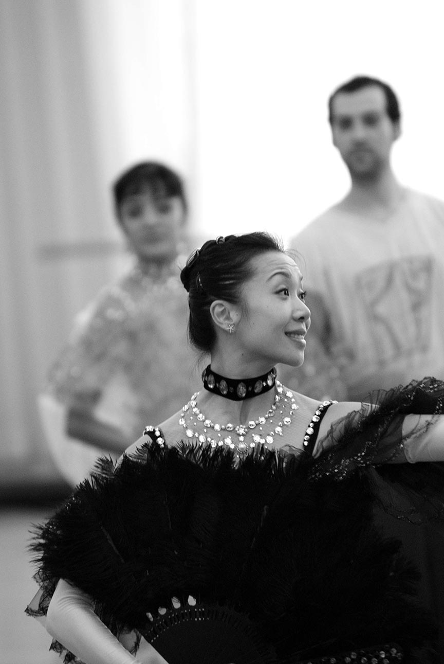 Xiao Nan Yu with Artists of the Ballet in rehearsal for The Merry Widow. Photo by Sian Richards.