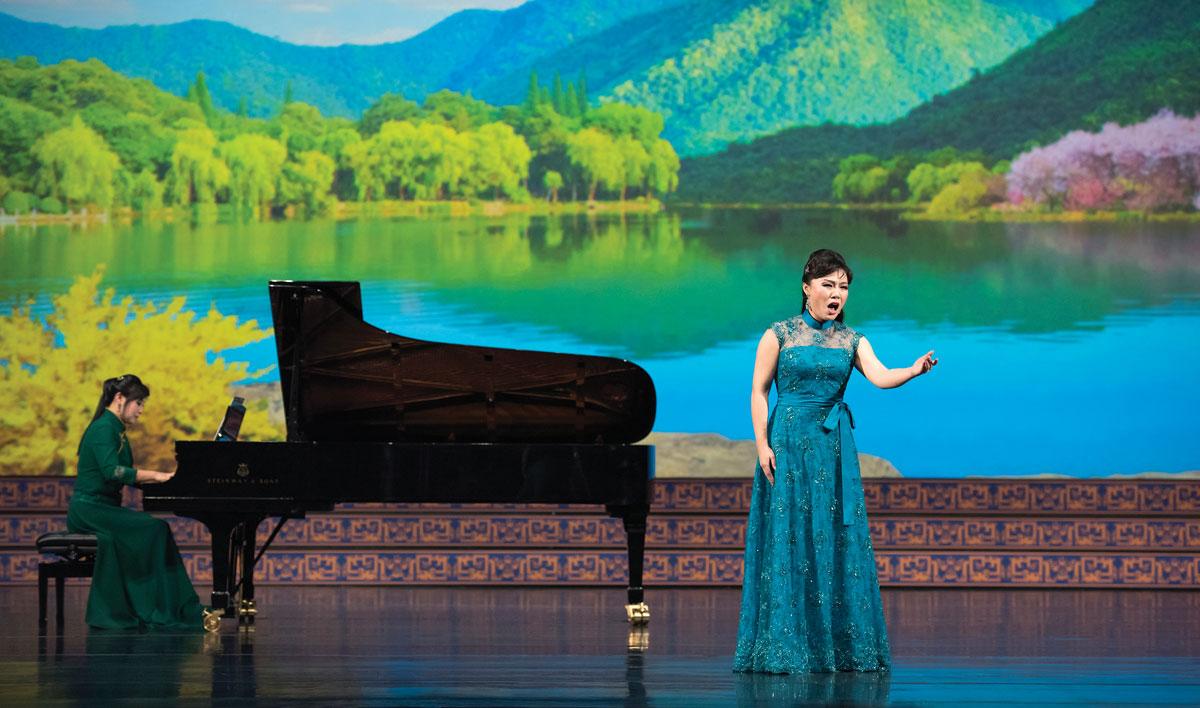 Shenyun-Singer-Geng