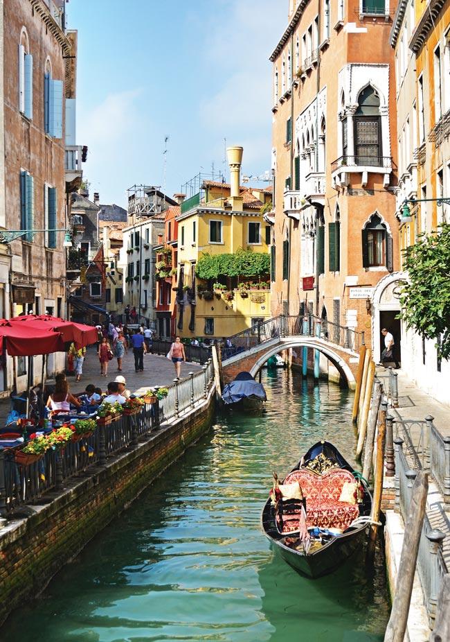 Italy-Venice-Santa-Maria-della-Salute-Gondola-Piazza-San-Marco-Carnevale-Venice